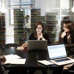 静かなオフィスと、ワイガヤオフィス、仕事に集中できるのはどっち?