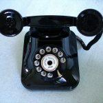 他の連絡手段が発達した今でも、直接会うとか、直接電話すると、ちょっとめんどうな頼み事をする際に、相手を動かしやすい。