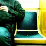私は、カウンター席に座っている人に「ずれてもらえますか」と声掛けする方なのだが、ダメですか?